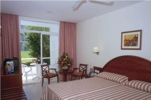 hotel-riu-costa-lago-bedroom