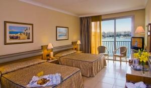 hotel-cavalieri-bedroom