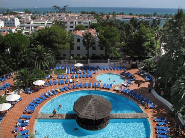 Hotel-Estival-Park-pool